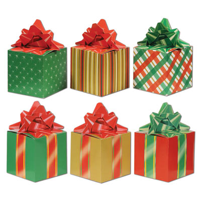 paper favor boxes that looks like wrapped Christmas presents with a bow on top